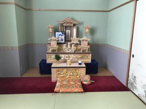 家族葬用の祭壇が展示してありました。 こちらのスペースを使って、親しい身内だけで、静かに故人様を見送ることもできます。