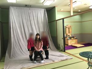 私のを撮りおわると、カメラマンさんが、娘たちと撮ってくれるとのことで、娘たち大喜びで撮ってもらいました!