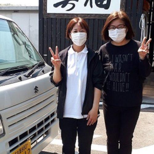 宅配担当者 中村理沙(向かって左)、斎藤香(向かって右)